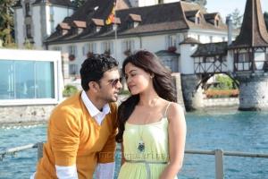 Ashok Selvan, Bindu Madhavi in Savale Samali Movie Photos