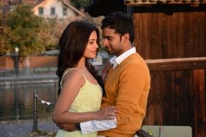 Bindu Madhavi, Ashok Selvan in Savale Samali Movie Photos