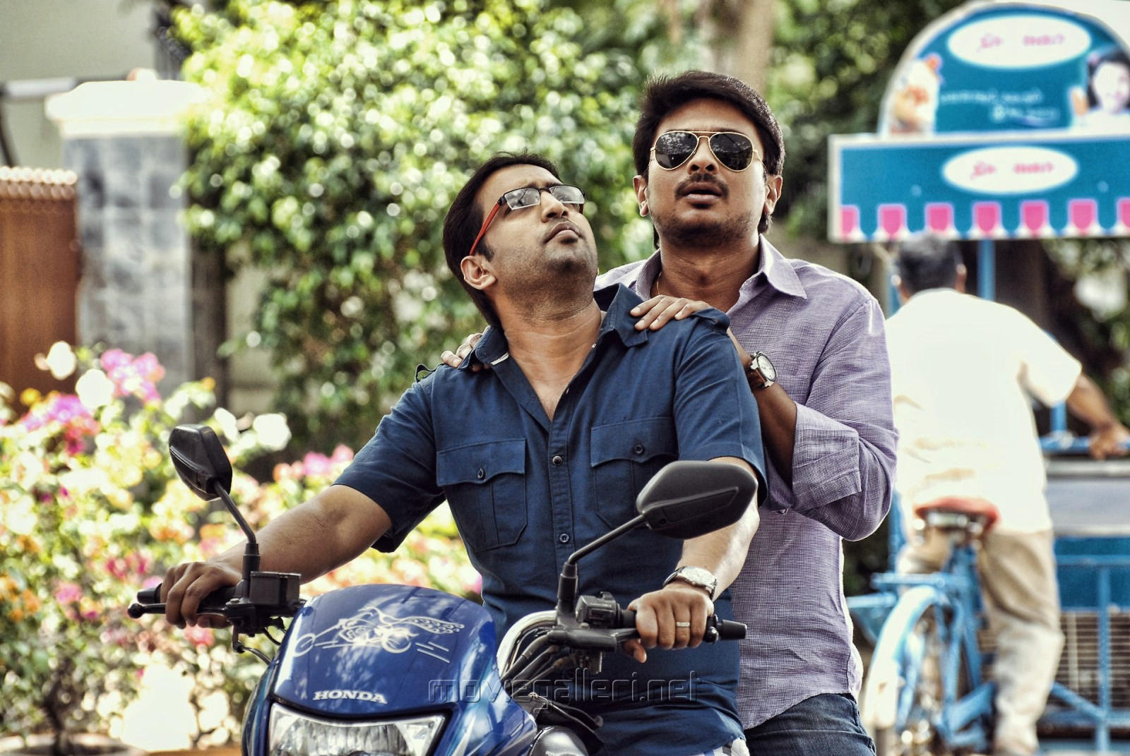 Santhanam, Udhayanidhi Stalin in Seenugadi Love Story Movie Stills