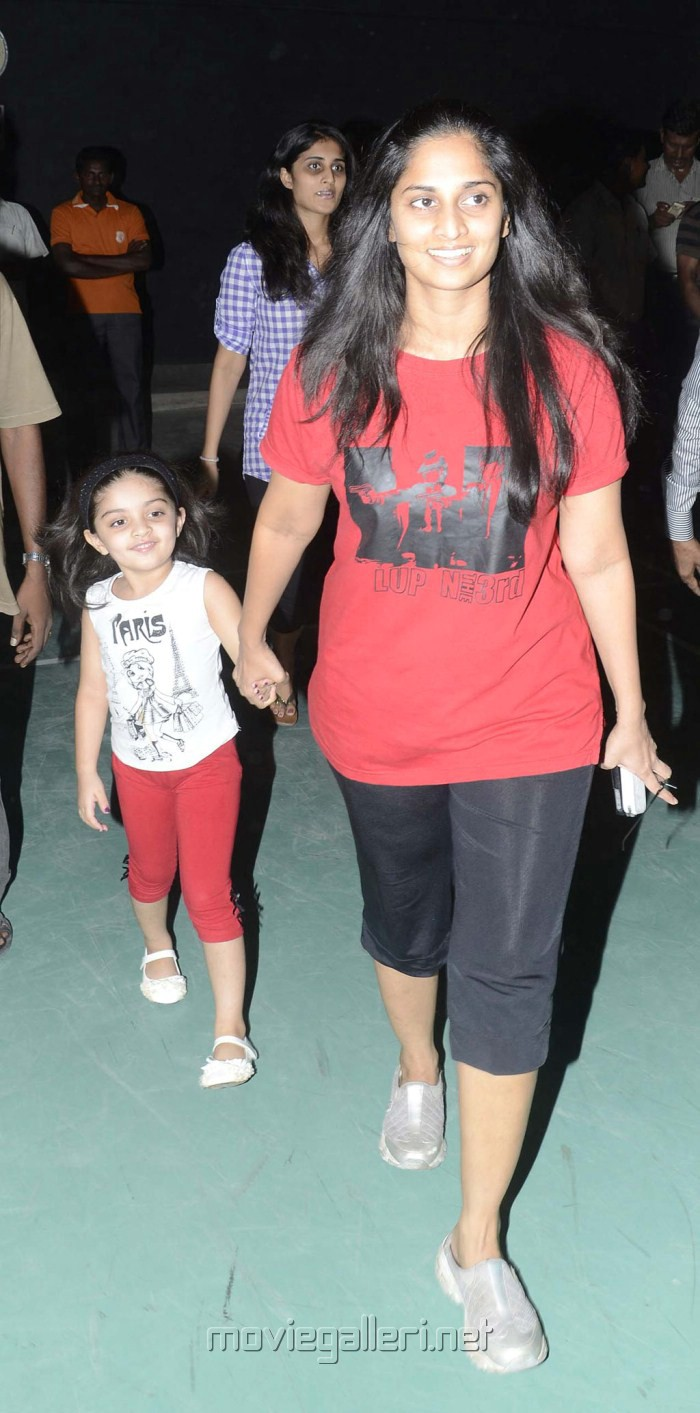 Picture 290164 Actress Shalini With Anoushka Ajith