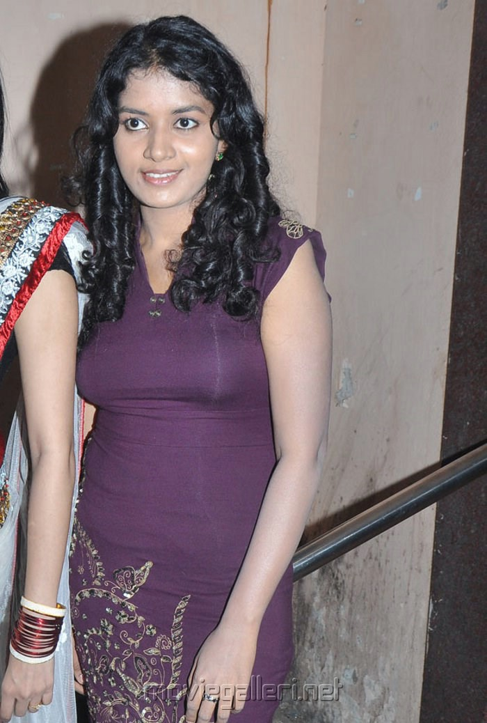Unakku 20 Enakku 40 Actress Heera Hot Photos in Violet Dress