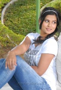 Actress Sharmila Mandre Hot Stills in Kevvu Keka Movie