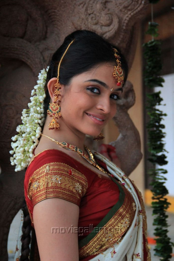 Telugu Actress Sheena Shahabadi White Bridal Saree Stills