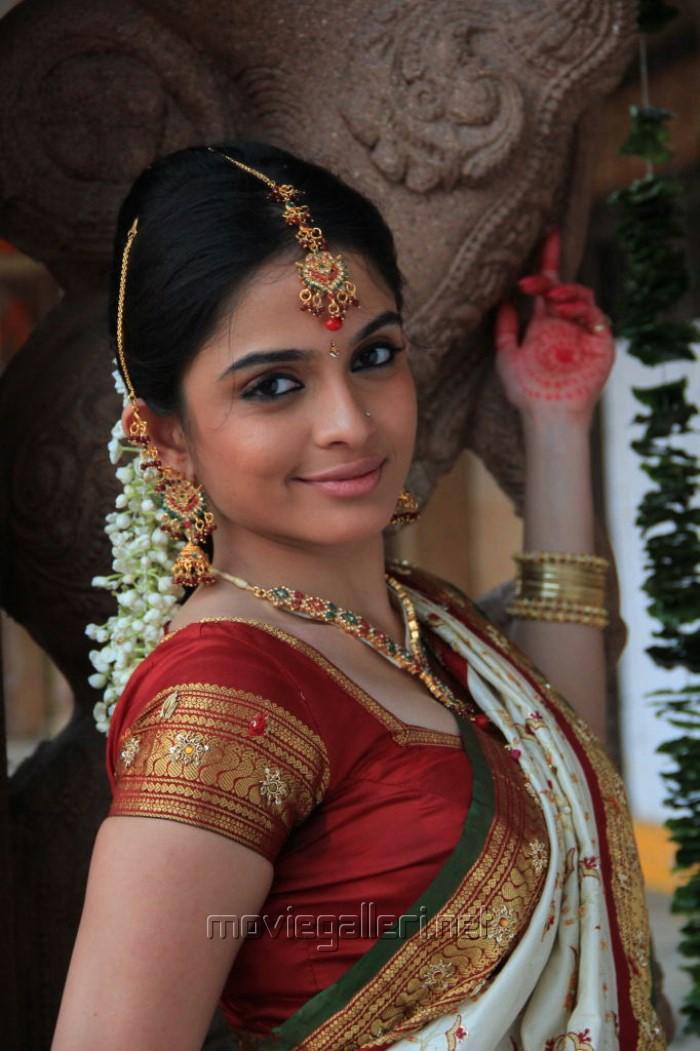 Sheena Shahabadi Stills in White Designer Traditional Bridal Silk ...