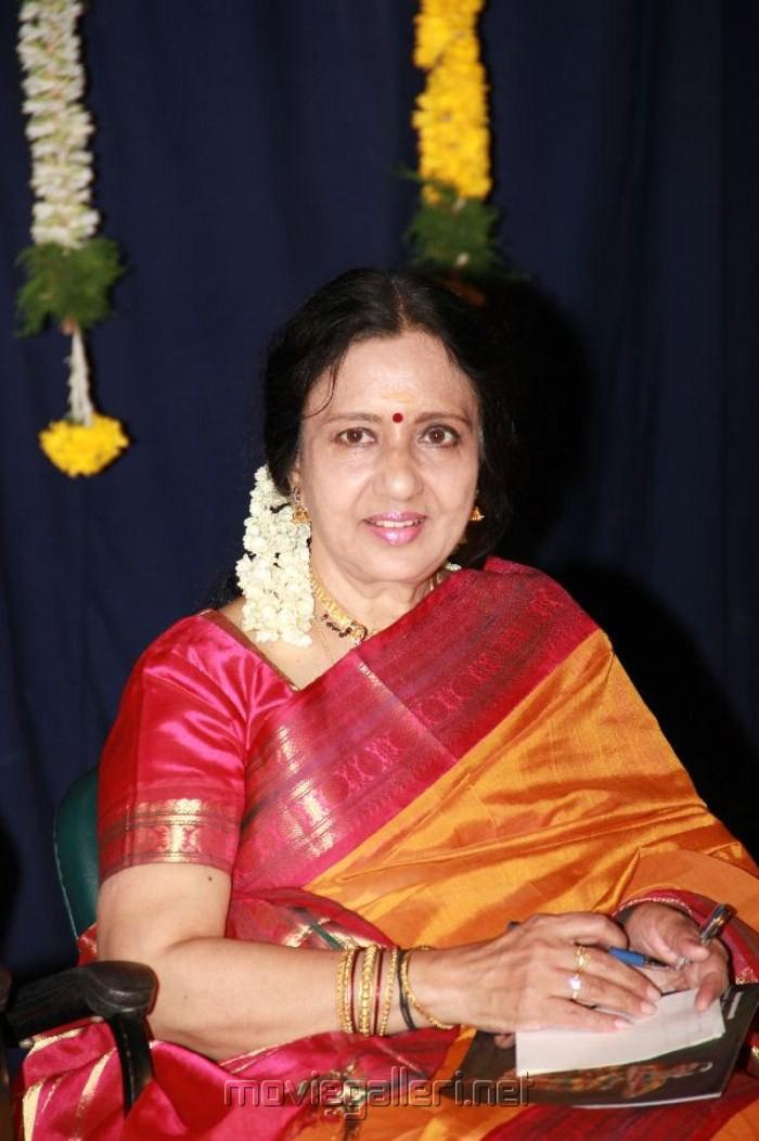 Natya Peroli Kalaimamani Venniradai Nirmala