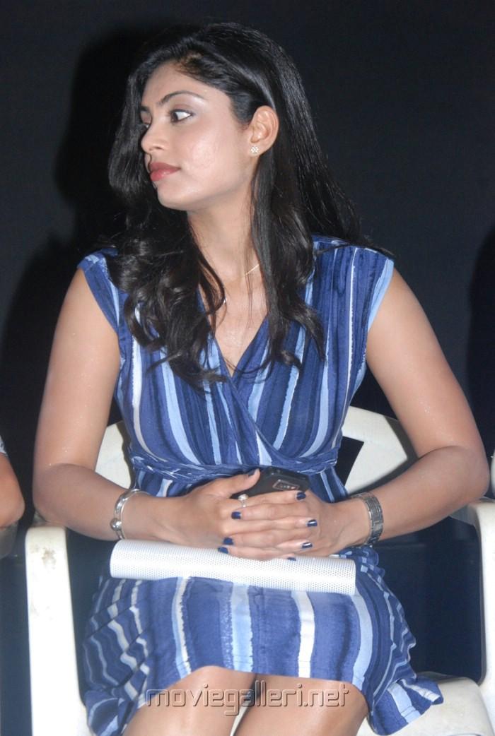 shikha_tamil_actress_hot_stills_3056 [ Gallery View ]
