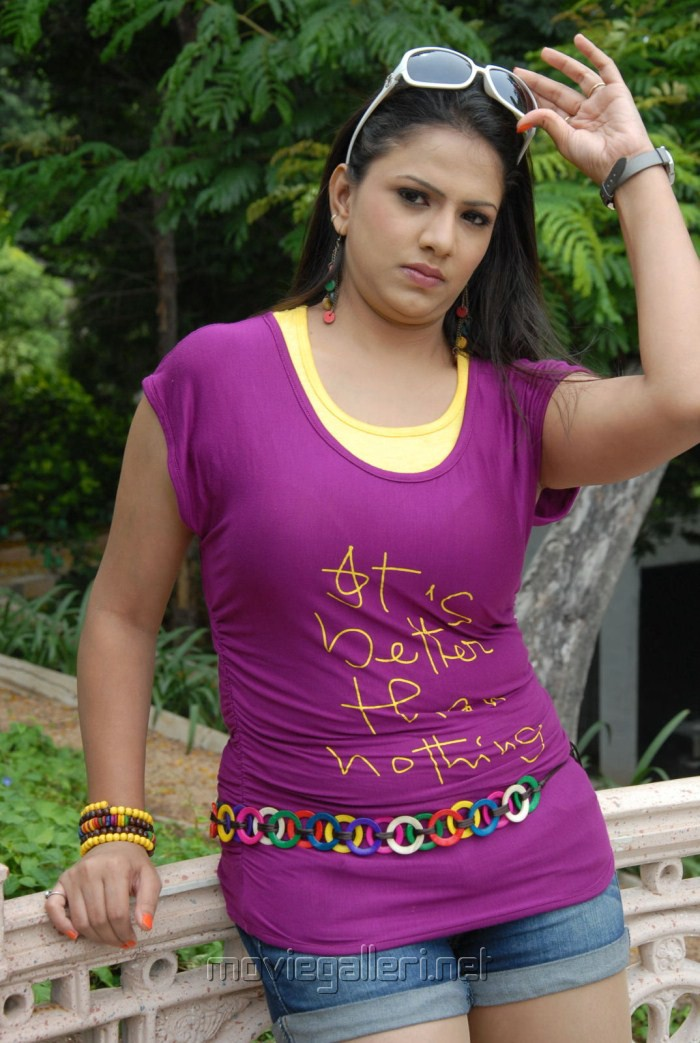 shivani actress shirt telugu violet movie