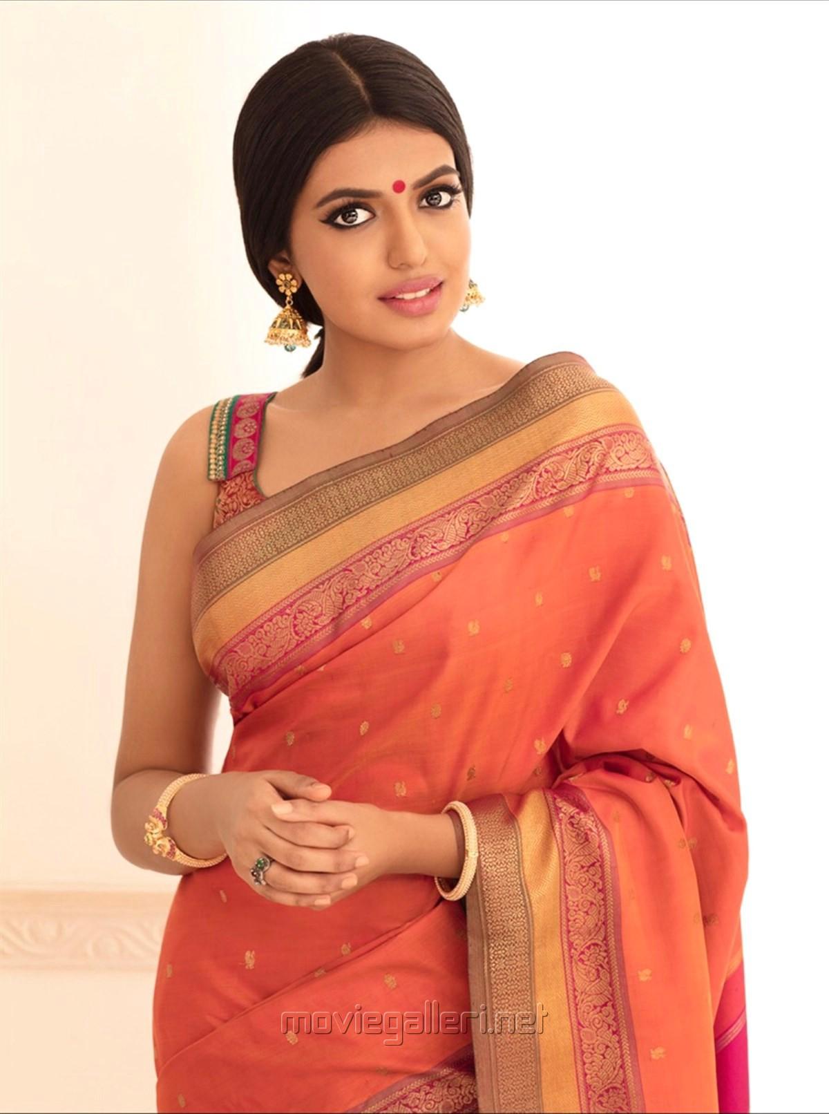 Actress Shivani Rajasekhar in Saree Photoshoot Stills