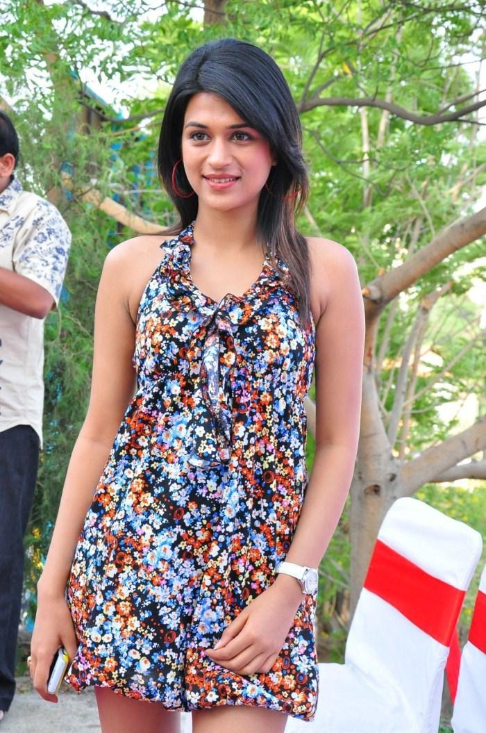 Shraddha Das Telugu Actress Latest Pictures
