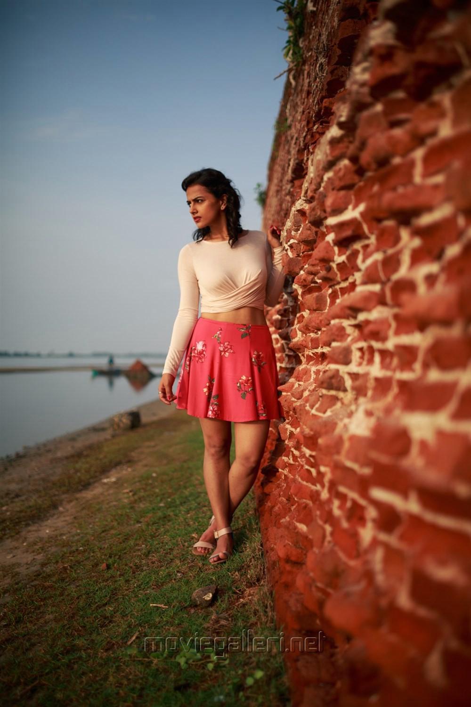 Actress Shraddha Srinath Portfolio Pics