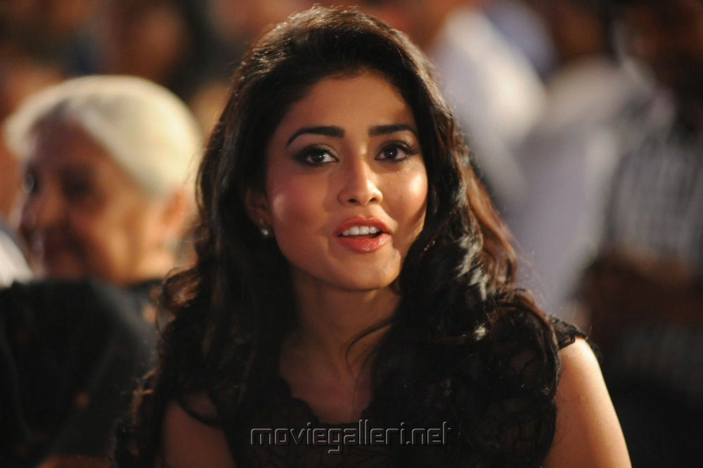 [Image: shriya_saran_hot_stills_life_is_beautifu...a435a1.jpg]