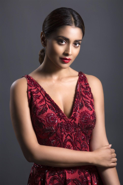 Hot Kannada Actress Deepa Sannidhi unseen images | Welcomenri