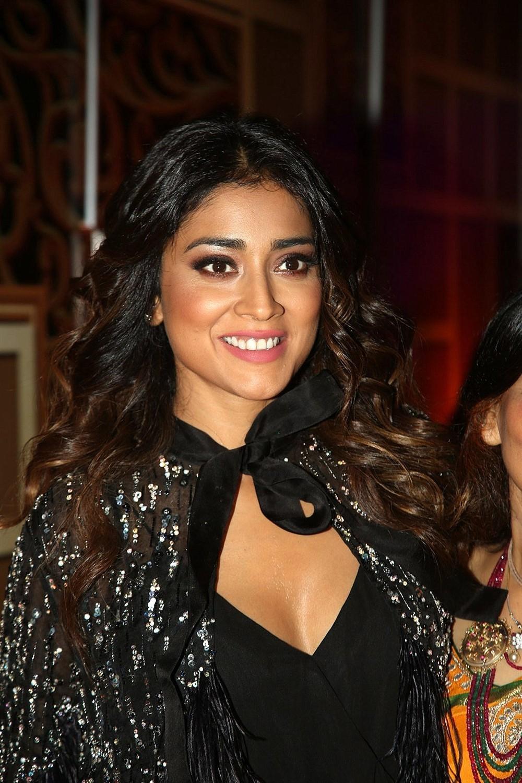 Actress Shriya Saran Pictures @ Zee Telugu Kutumbam Awards 2019 Red Carpet
