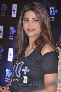 Actress Shruti Hassan Photos in Black T Shirt & Tight Thermal Pant