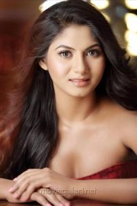 Tamil Actress Shruthi Reddy Hot Photo Shoot Pics
