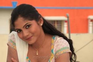 Actress Shruthi Reddy Hot Photo Shoot Pics