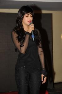Actress Shruti Haasan Pictures @ Yevadu Mobile App Launch