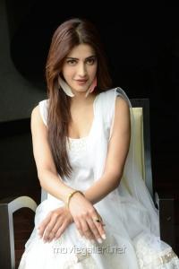 Actress Shruti Hassan Images at Balupu Movie Interview