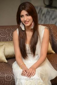 Balupu Movie Shruti Hassan Interview Images