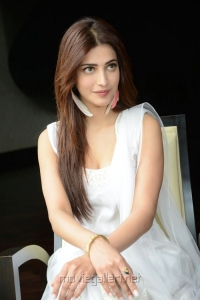 Balupu Movie Heroine Shruti Hassan Interview Images