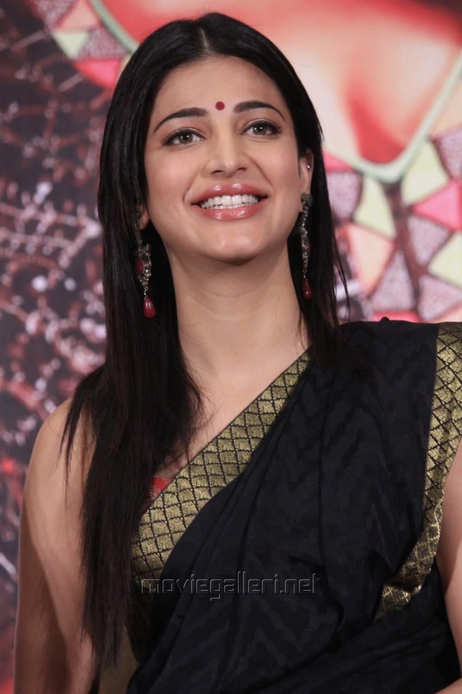 Actress Shruti Hassan Black Saree Photos @ Poojai Press Meet [ Gallery View ] - actress_shruti_hassan_black_saree_photos_poojai_movie_press_meet_1160630