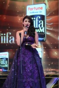 Shruti Hassan Hot Pics @ IIFA Utsavam Awards 2016