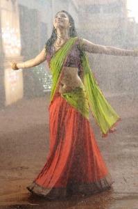 Shruti Hassan Hot Wet Pics in Gabbar Singh