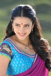 Shruti Hassan Hot in Saree @ Gabbar Singh