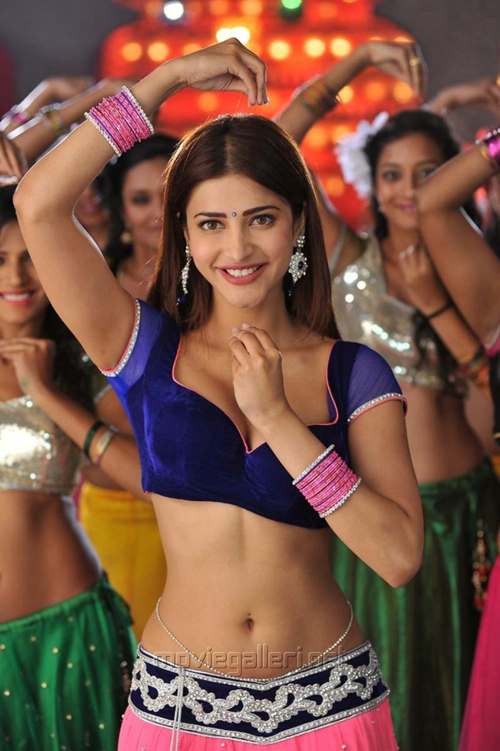 Yevadu Movie Actress Shruti Hassan Hot Spicy Stills