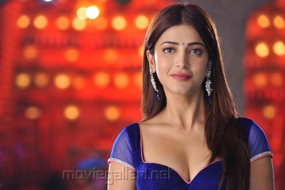 Actress Shruti Hassan Spicy Hot Stills in Yevadu Movie