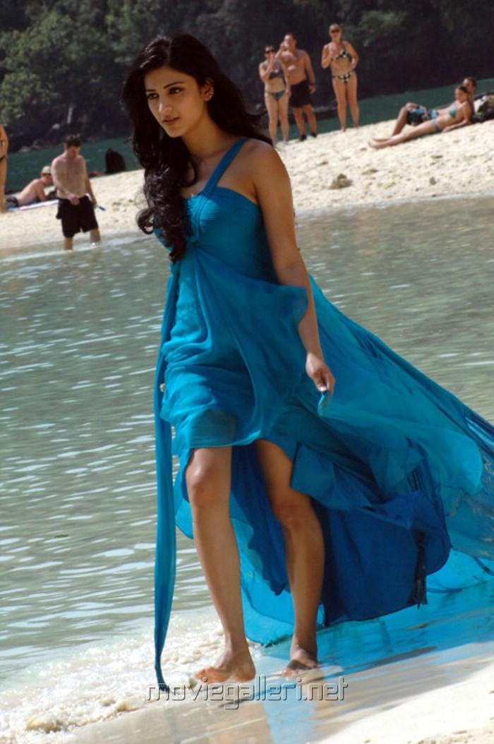 Shruti Hassan Hot Stills In Bangkok Beach Gallery View