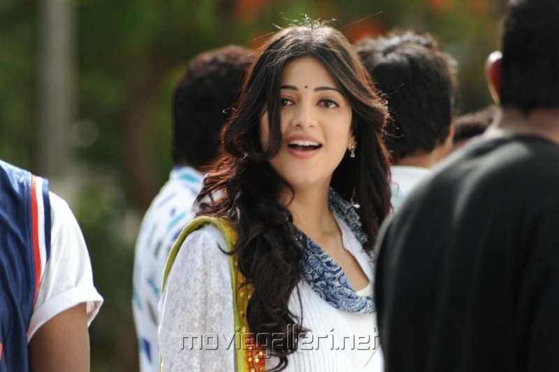 http://moviegalleri.net/wp-content/gallery/shruti-hassan-pics-in-oh-my-friend/cute_shruti_hassan_pics_stills_in_oh_my_friend_4857.jpg