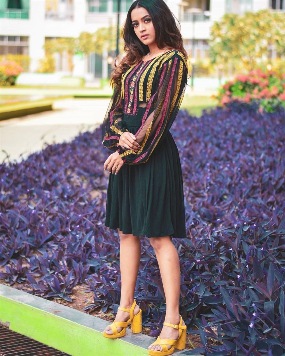 Actress Shruti Sharan Shetty Latest Photos
