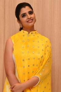 Anchor Shyamala Photos @ Manchi Rojulochaie Characters Launch