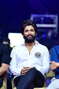 Hero Allu Arjun @ SIIMA Awards 2021
