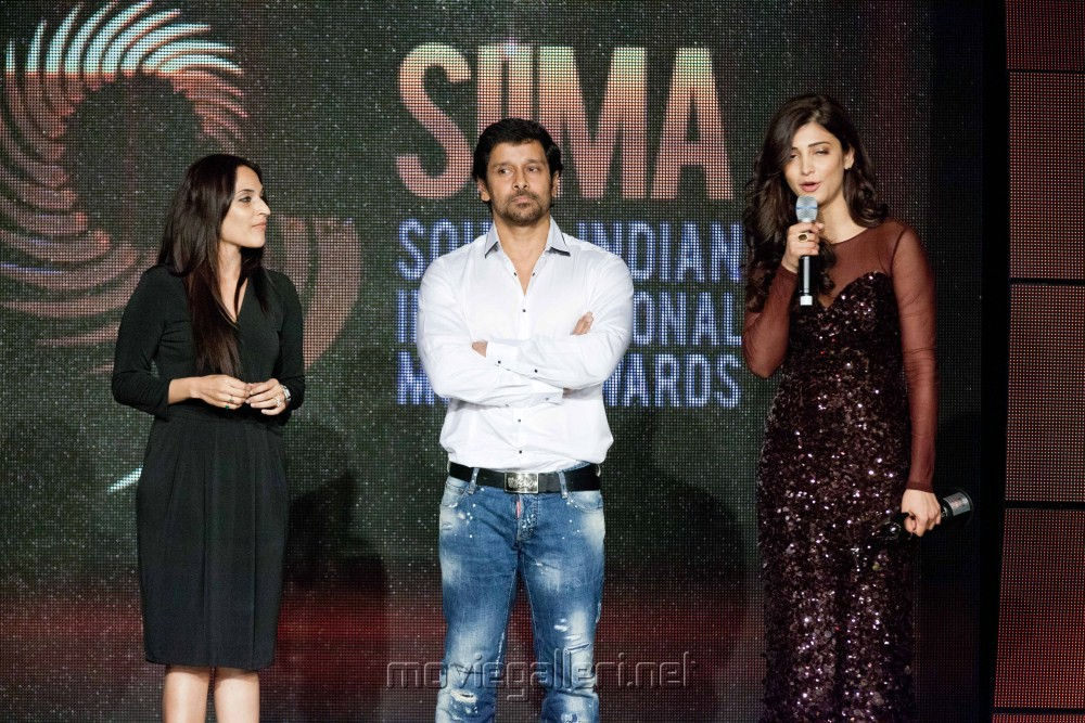 Aishwarya Dhanush, Vikran, Shruti Hassan at SIIMA 2012 in Dubai Day1 Stills