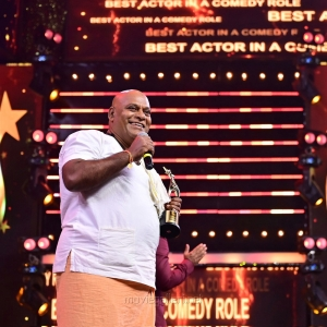Actor-Ajay-Ghosh-winning-the-Best-Actor-In-A-Comedy-Role-Telugu-award-for-Raju-Garu-Gadhi-3-movie-@-SIIMA-Awards-2021