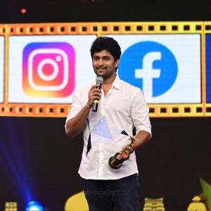 Actor-Nani-won-Entertainer-Of-The-Year-Telugu-award-for-Jersey-Gang-Leader-movie-@-SIIMA-Awards-2021