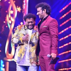 Actor-Sadhu-Kokila-won-the-Best-Actor-In-A-Comedy-Role-award-Kannada-for-Yajamana-movie-@-SIIMA-Awards-2021