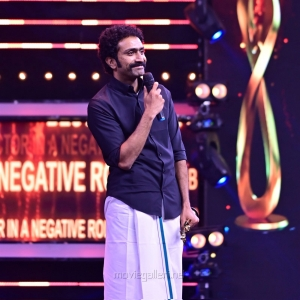Actor-Shine-Tom-Chacko-won-Best-Actor-In-A-Negative-Role-Malayalam-award-for-Ishq-movie-@-SIIMA-Awards-2021