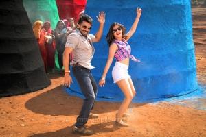 Suriya, Samantha Ruth Prabhu in Sikindar Telugu Movie Stills