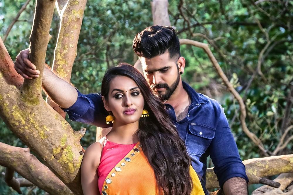 Aradhya Shetty, Roopesh Shetty in Silence Please Movie Stills
