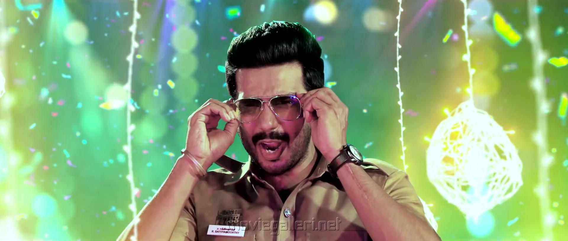 Actor Vishnu Vishal in Silukkuvarupatti Singam Movie Item Song Stills HD