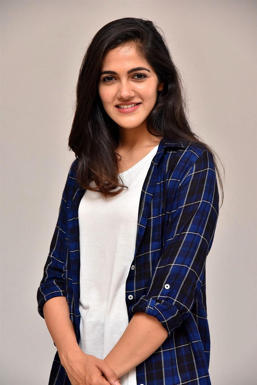 Actress Simran Choudhary @ Sucheta DreamWorks Productions Movie Launch