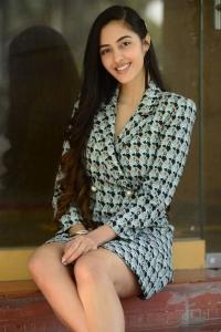 Telugu Actress Simrat Kaur Pictures @ Dirty Hari Trailer Release