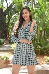 Telugu Actress Simrat Kaur Pictures @ Dirty Hari Trailer Launch