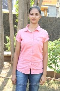 New Tamil Heroine Sindhu Reddy Cute Photos
