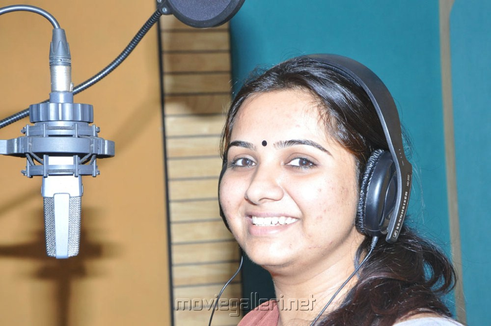 Singer mahathi at nilavil mazhai movie song recording photos