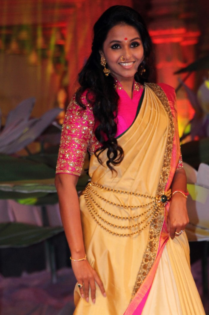 Singer Smitha Ramp Walk @ An Ode To Weaves & Weavers Fashion Show