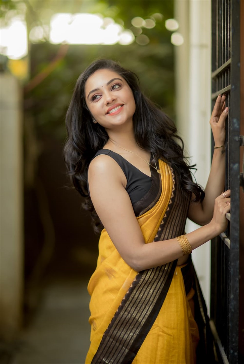 Tamil Actress Smruthi Venkat Photoshoot Pics